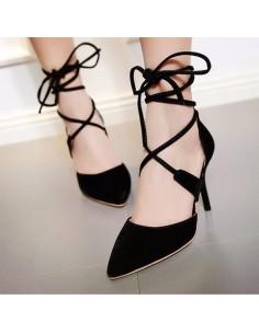 Zapatos de tacón con cordones negros